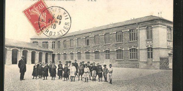 splendide-CPA-Les-Lilas-Les-nouvelles-Ecoles-1910